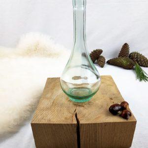 pichet, vase, bouteille en verre transparent arrondi en bas prolongé d'un long cou rétréci fabriqemoi
