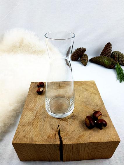 Pichet ou vase en verre transparent resserré à l'encolure