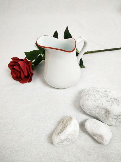 magnifique pot a lait blanc et liseré rouge de Charles Field Haviland