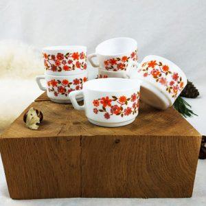 6 tasses vintage arcopal aux fleurs orangées des années 70