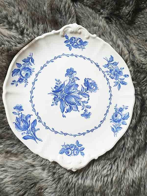plat en porcelaine à fleurs bleues fabriqemoi