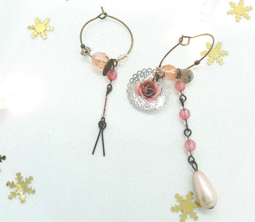 Paire de boucles d'oreilles asymétriques Vintage modèle Pétale de rose