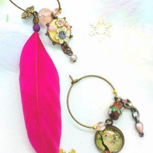 Paire de boucles d'oreilles asymétriques Vintage modèle Plume Fuchsia