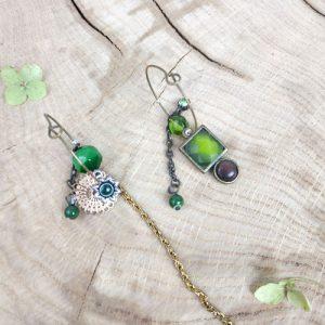 Paire de boucles d'oreilles asymétriques modèle Vintage Carré vert