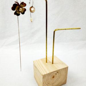 porte bijoux cube en bois de sapin et 2 tiges laiton FabriQémoi