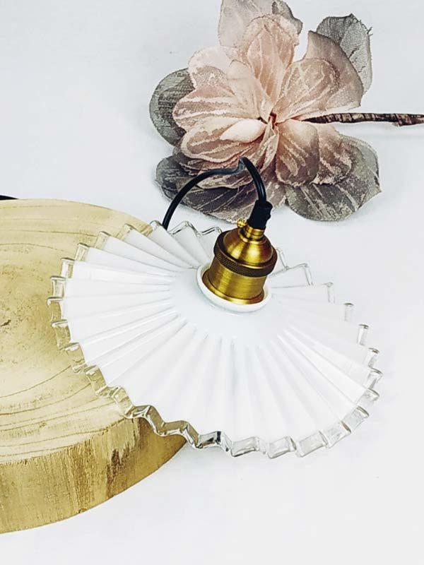 suspension opaline dentelle avec douille moderne de couleur bronze FabriQémoi