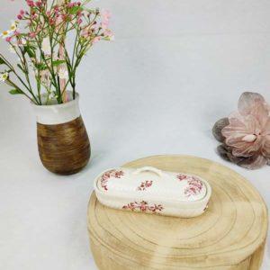 ancienne boite à brosse à dent en porcelaine écru et motifs fleurs bordeaux