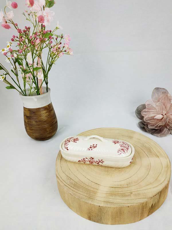 ancienne boite à brosse à dent en porcelaine écru et motifs fleurs bordeaux FabriQémoi