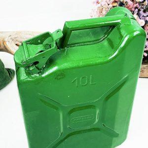 bidon d'essence de 10 litres repeint en vert de fabriqemoi
