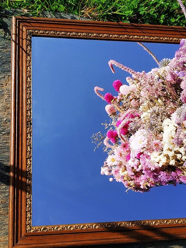 Miroir avec encadrement en bois à motif baroque proposé par FabriQémoi