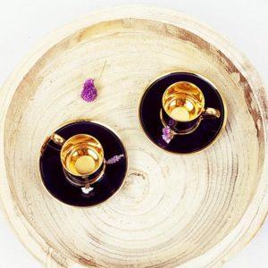 Tasses et soucoupe à café bleues nuits et dorées brillantes à l'intérieur de FabriQémoi