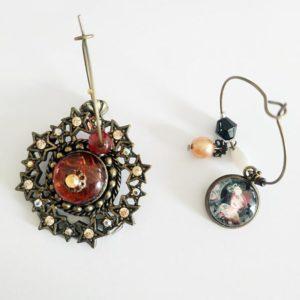 boucles d'oreilles asymétrique fait à partir de bijoux anciens de FabriQémoi
