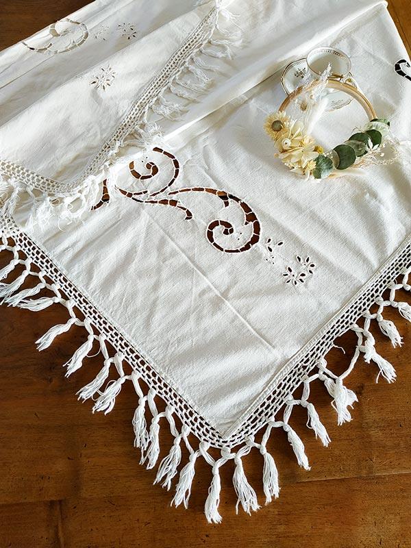nappe-ancienne-brodee-blanche-ecru-fabriqemoi