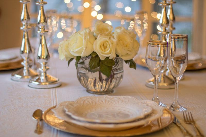 table-repas-festivite-evenement-elegant-diner-mariage-fabriqemoi