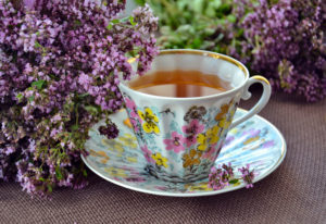Tasse et sa soucoupe fleurie vintage de FabriQémoi