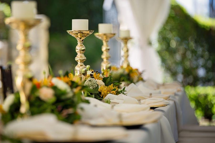 location de vaisselle deco-de-table-bougeoir-chandelier-nappe-broderie-banquet-evenementfabriqemoi