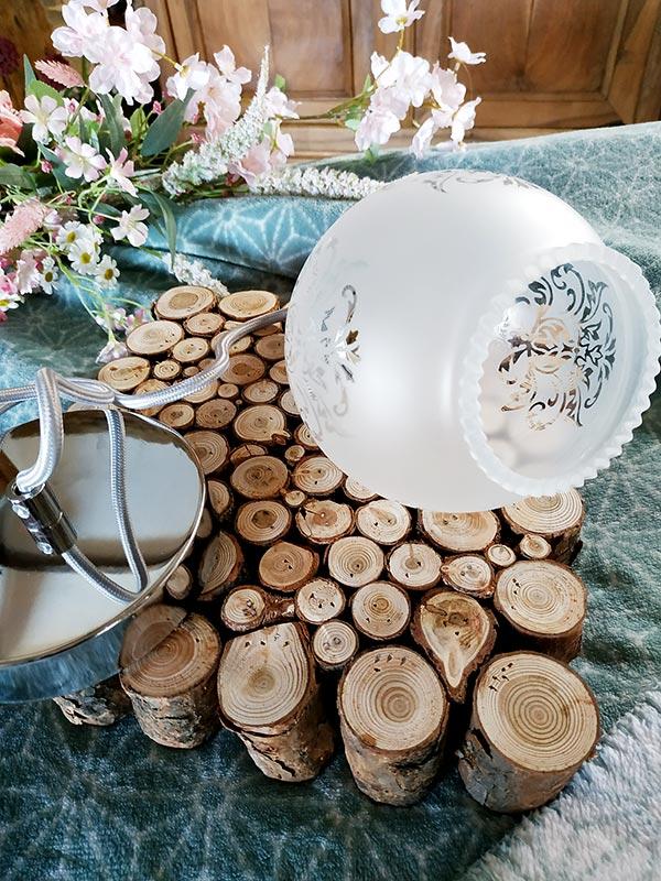 Suspension au choix design opaline en forme de boule et aux motifs de fleur de FabriQémoi