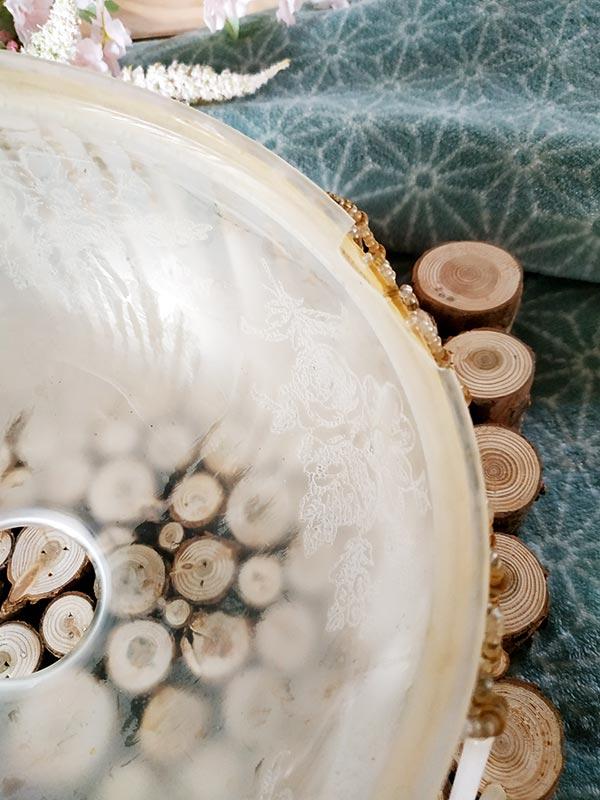 suspension opaline en verre avec un rideau de fils de perles et sa suspension design au choix de fabriqemoi