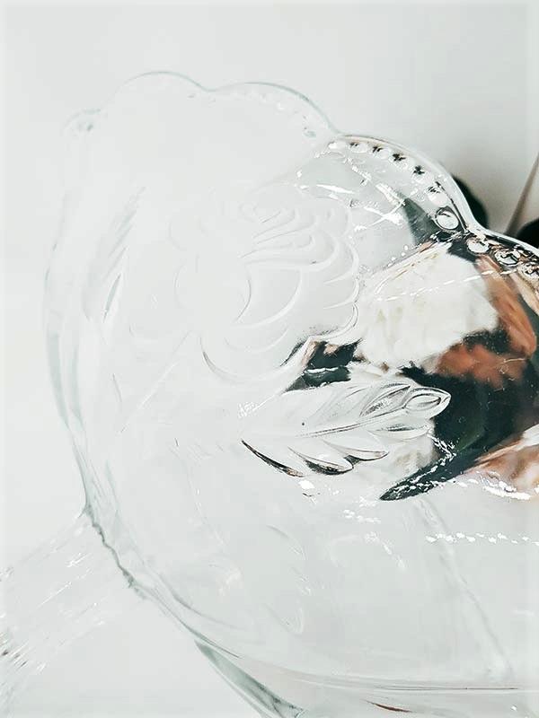 Coupe en verre recourbé aux motifs de fleurs de chez FabriQémoi