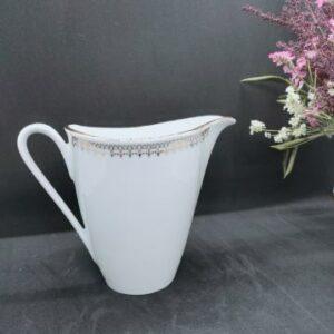 Pot à lait en Porcelaine de Sologne blanche et motifs dorés