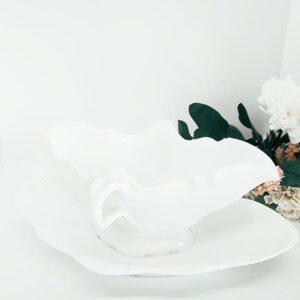 Jolie saucière blanche avec socle blanc intégré de FabriQémoi